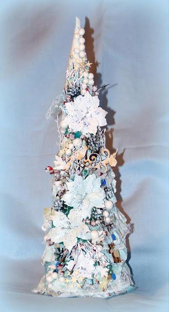 świąteczna choinka wykonana z koronki