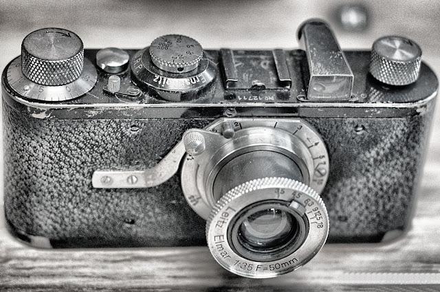 Una din camerele Leica expuse în cadrul expoziţiei