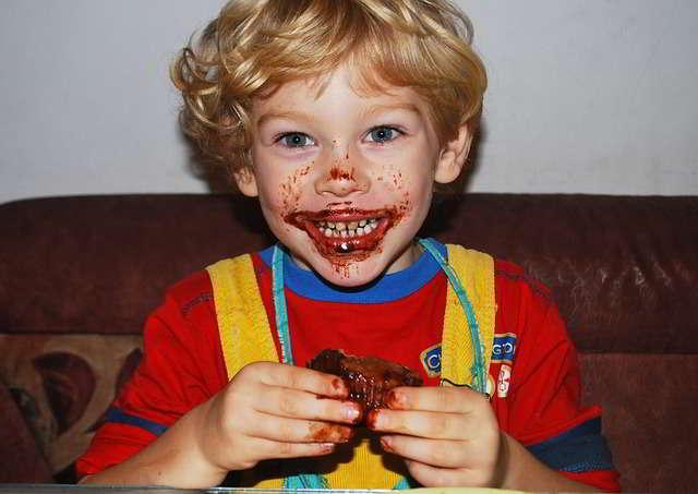 Cara Mengajarkan Etika Makan Pada anak