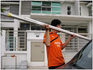 gambar jersi Newcastle United di Malaysia