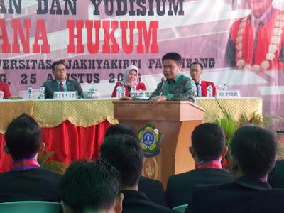 Herman Deru Hadiri Wisuda Fakultas Hukum Sjakhyakirti