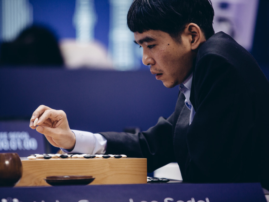 O νοτιοκορεάτης Λι Σέντολ χρειάστηκε πέντε ώρες για να πετύχει την πρώτη  νίκη του έναντι της μηχανής. Go Grandmaster Lee Sedol. Credit  GEORDIE WOOD  FOR ... b976291eca2