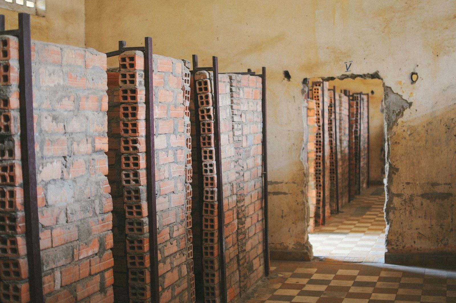 prison s-21