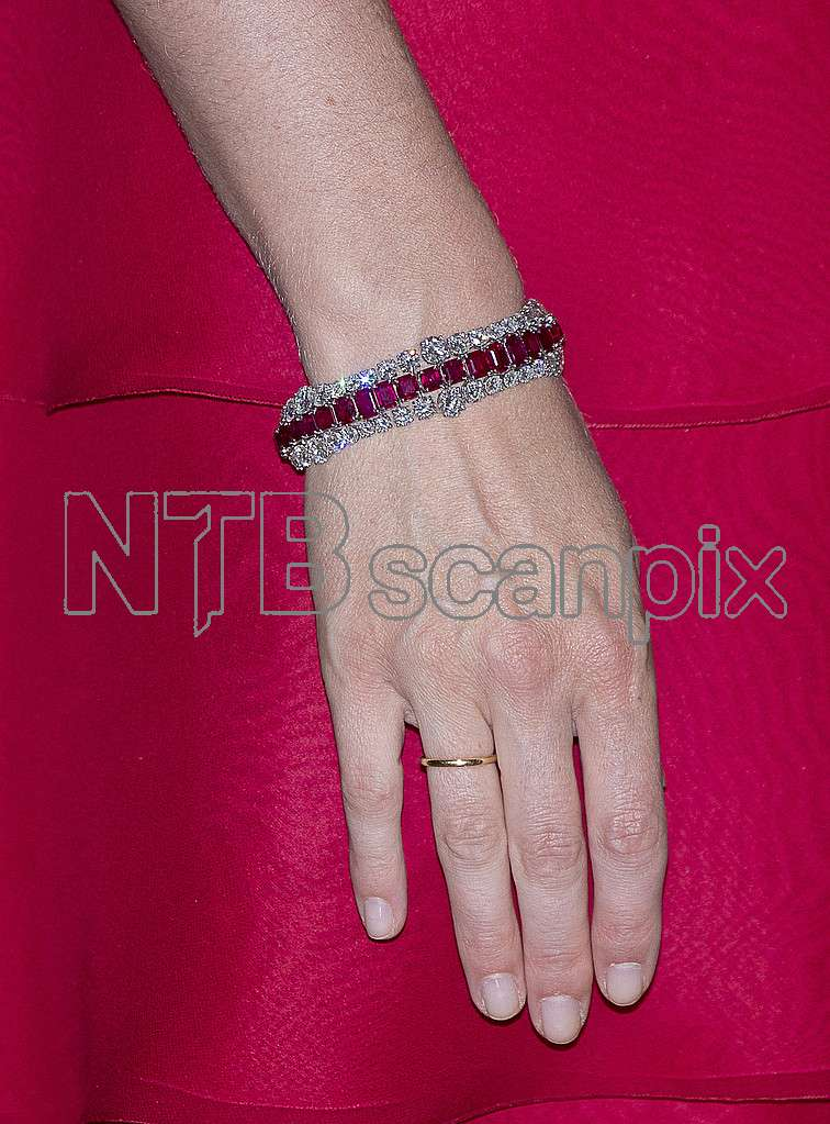At The Gala Dinner For Jordanian State Visit Last Night Queen Mathilde Was Wearing A Diamond And Ruby Bracelet That Used To Belong Late
