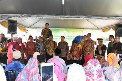 Bupati Kampar H. Azis Zaenal - Silaturohim Dengan Warga Kampar di Malaysia
