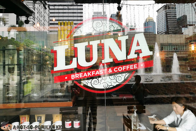 Luna Breakfast and Coffee Logo