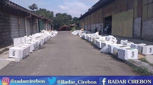 Gudang KPU Cirebon Kebanjiran, Kotak Suara Kardus Rusak