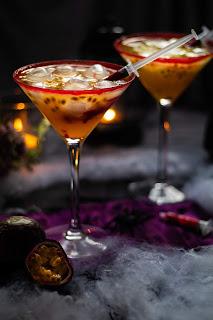 Cocktail sanglant aux fruits de la passion et à la framboise parfait pour Halloween