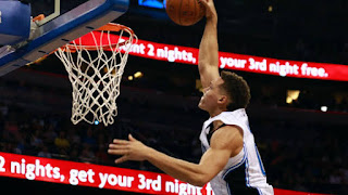 Aaron Gordon slamming the ball