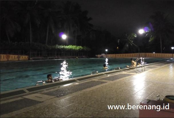 Daftar Kolam Renang Buka Sampai Malam Jakarta