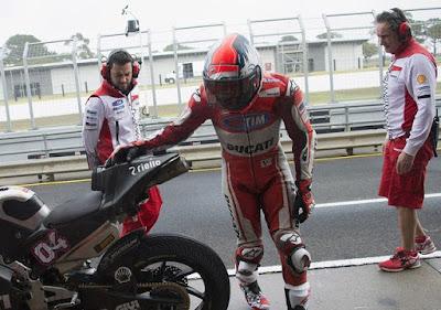 Ada Cekcok dan Ribut-ribut Antara Stoner, Dovi dan Iannone di Paddock Ducati?