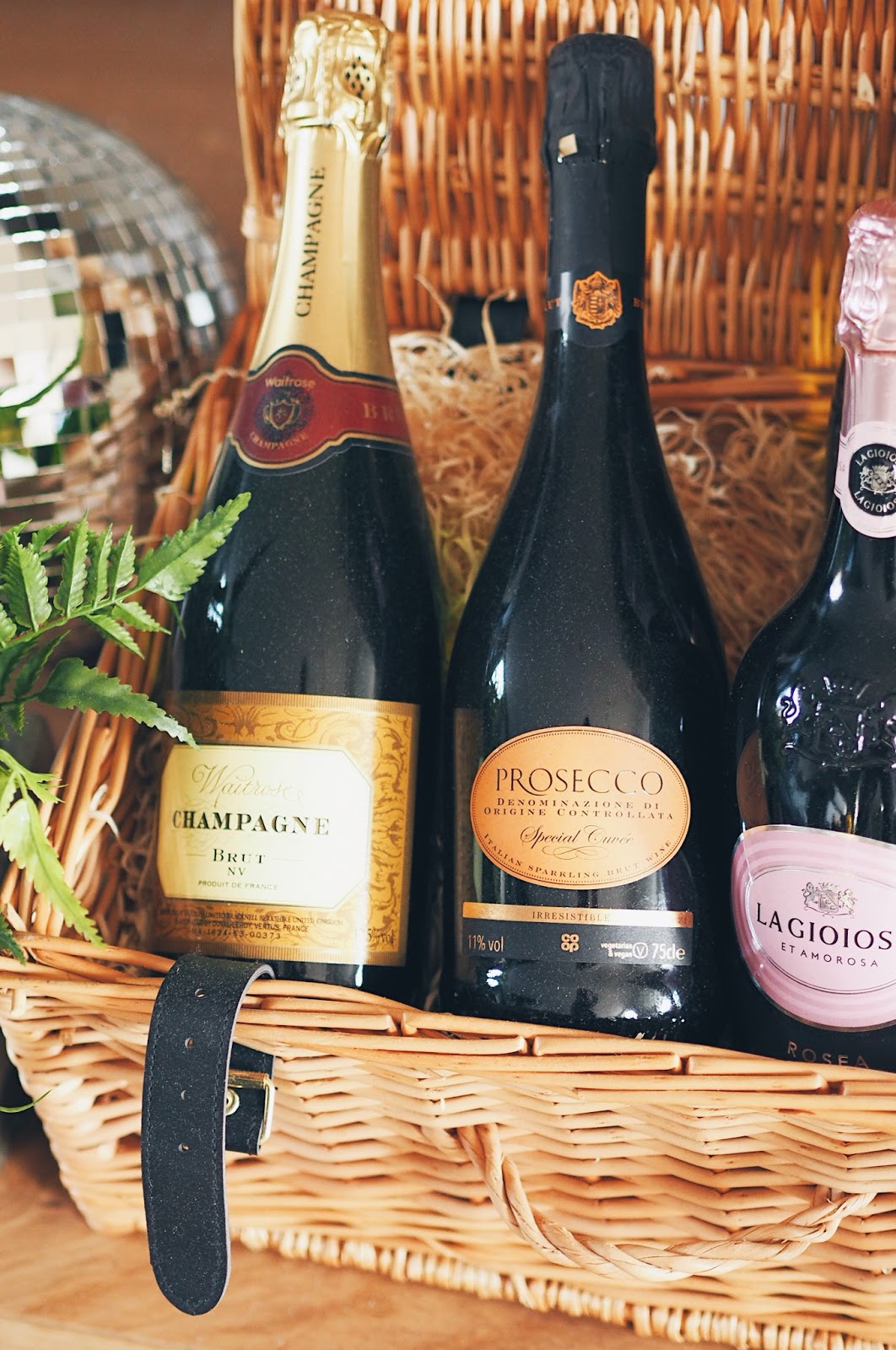 Hamper with bottles of prosecco
