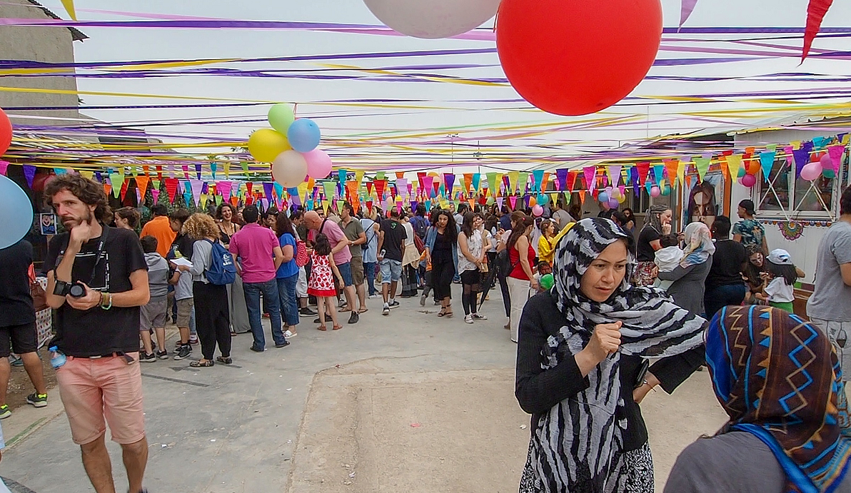 [Eλλάδα]μεγάλη γιορτή στην Ανοιχτή Δομή Φιλοξενίας Προσφύγων Ελαιώνα