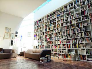 รับทำตู้หนังสือแบบมีประตูเลื่อนเปิดปิดเก็บหนังสือได้ง่าย