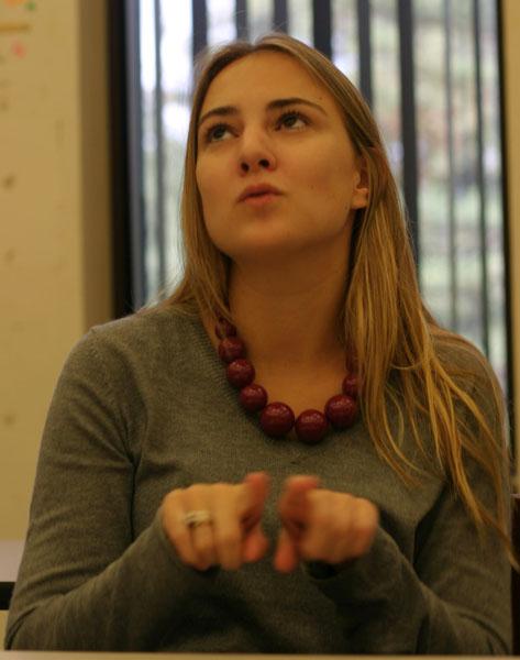 La joven de 21 años Amanda Folendorf, ahora alcaldesa, en su época de estudiante universitaria