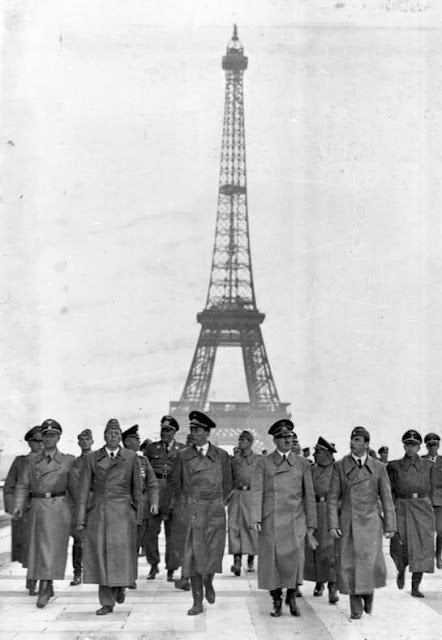 La torre Eiffel durante la ocupación nazi