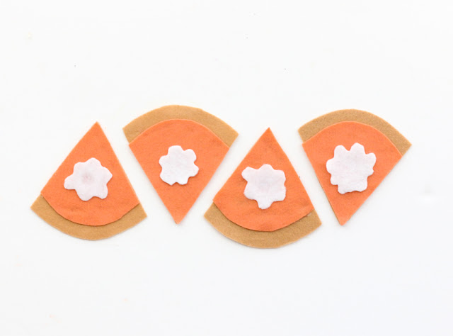 DIY Pumpkin Pie Felt Coasters for Thanksgiving dinner craft idea - easy quick craft - last minute craft - Thanksgiving craft idea