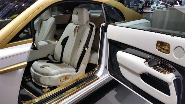 Mansory Rolls-Royce Innenraum in den Farben weiß-gold