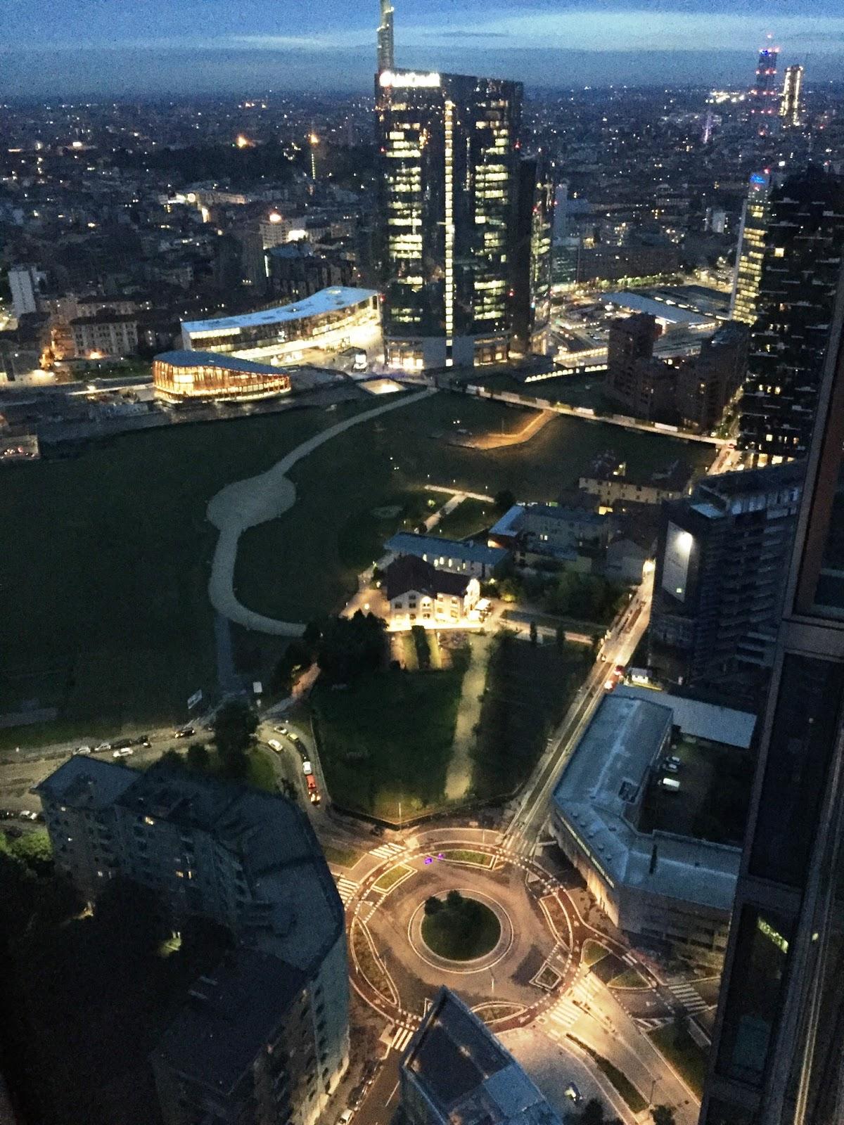 Il nuovo quartere di Porta Nuova a Milano visto da Derrick dall ultimo piano di Palazzo Lombardia