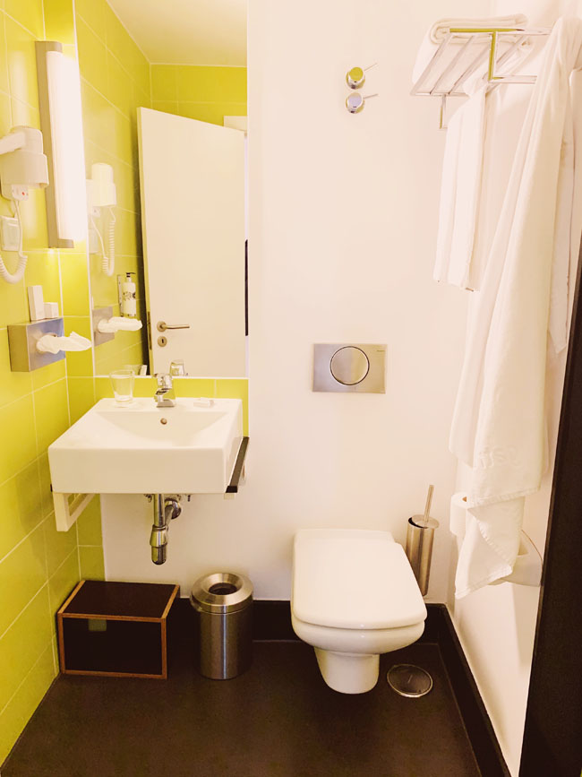 Where to stay in Lisbon - Gat Rooms Rossio - bathrooms