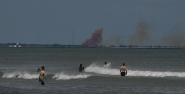 smoke seen for miles as spacex crew dragon suffers anomaly at cape canaveral during engine test fire