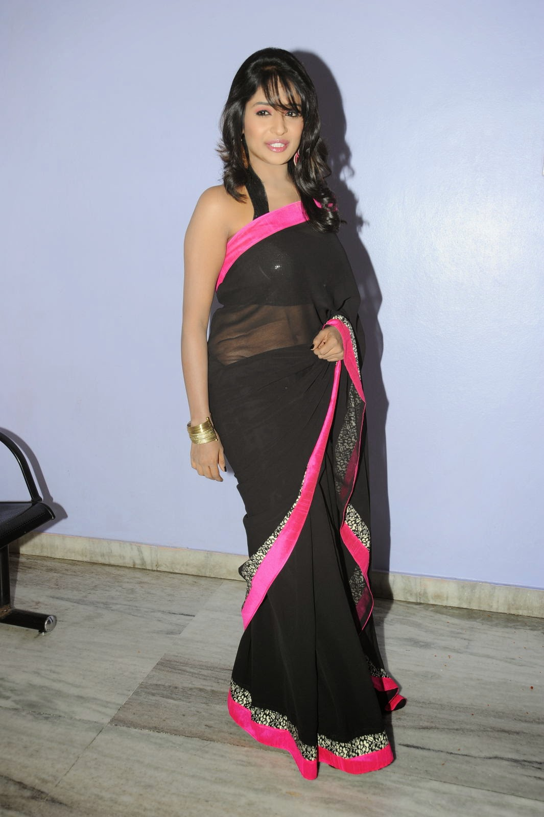 Isha Ranganath glam pics in saree-HQ-Photo-12