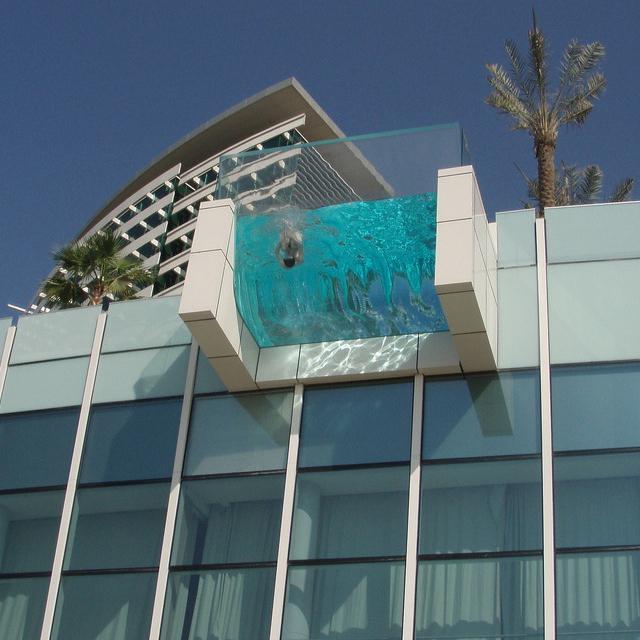aaa asie architecture actualites piscine suspendue. Black Bedroom Furniture Sets. Home Design Ideas