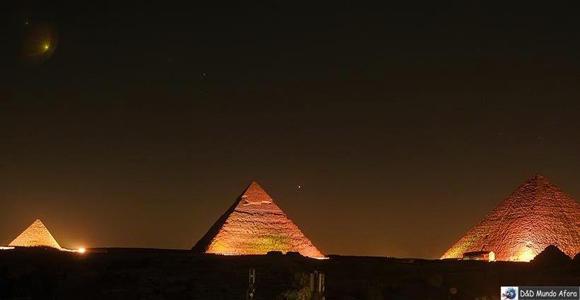 Pirâmides do Egito - Miquerinos, Quéfren e Quéops no show de som e luzes