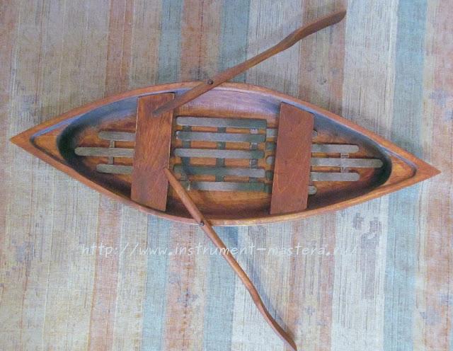 деревянная лодка
