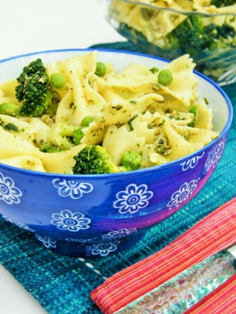 A tasty pasta with dairy free pesto, broccoli, spinach and peas. Super tasty and healthy, but filling too. This pasta dish is good hot or cold as a pasta salad.