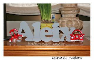 letras de madera infantiles para apoyar Aleix con siluetas de coches babydelicatessen