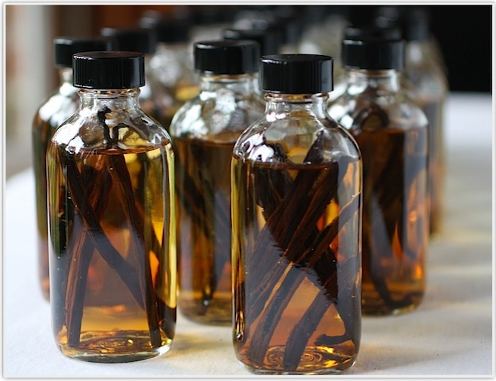 How to make Vanilla Extract featured on SeasonWithSpice.com
