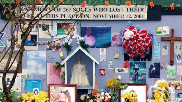 Rinden homenaje a las víctimas del vuelo 587 en Nueva York