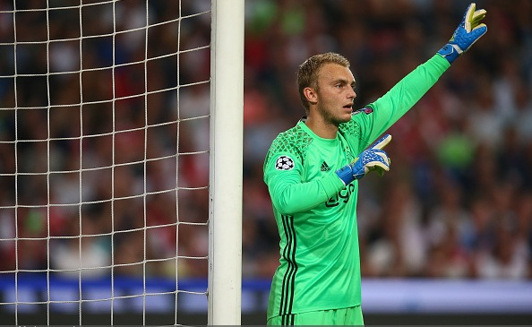 Barcelona agree Jasper Cillessen deal
