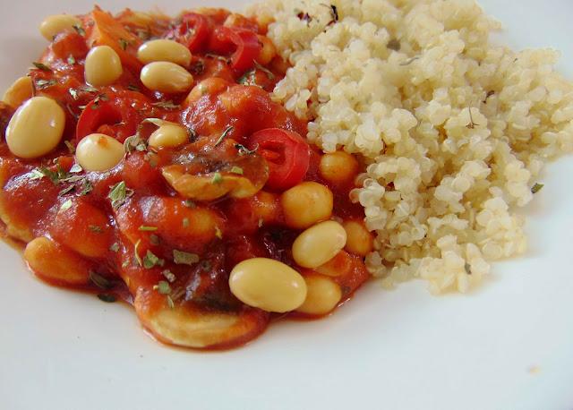 Soja w sosie pomidorowym z curry