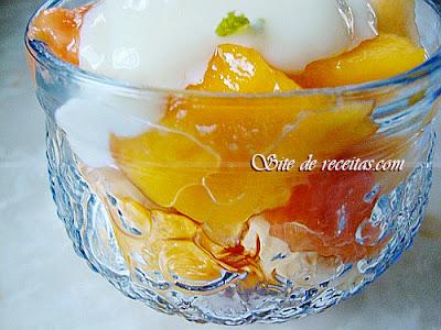 Salada de frutas com creme de limão