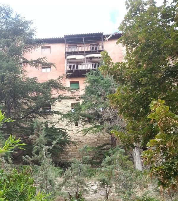 Casas maedievales sobre las rocas