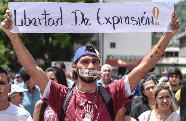 Maduro silencia a los medios digitales en Venezuela