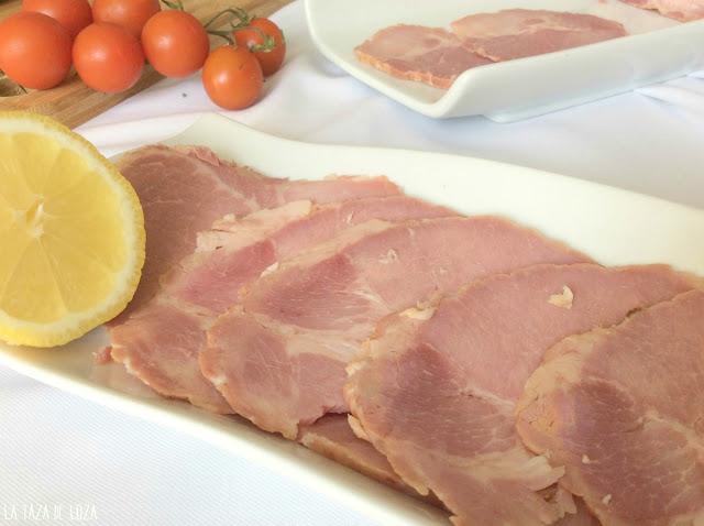 carne-guisada-olla-servida-con-limón