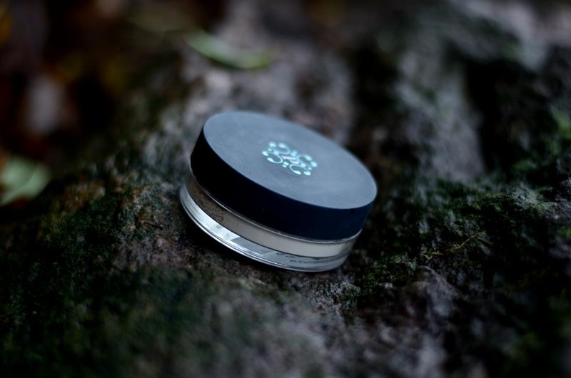 Pixie Cosmetics | Podkład mineralny Amazon Gold Mineral Foundation,  pędzel do twarzy flat top