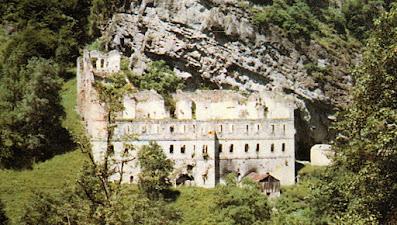 Η μονή του Αγίου Ιωάννου Βαζελώνα στην περιοχή   της Ματσούκας του νομού Τραπεζούντας, το 1997.   Εκεί προσκύνησε όλη η οικογένεια όταν   επανενώθηκε μετά τον ξεριζωμό