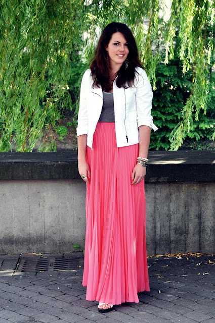 pink coral skirt with pleats by Mango, white jacket from MaxMara and simple grey top by H&Mpink coral skirt with pleats by Mango, white jacket from MaxMara and simple grey top by H&M