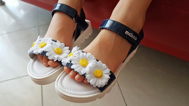 sandali con fiori bambina