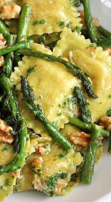 RAVIOLI WITH SAUTEED ASPARAGUS AND WALNUTS #ravioli #sauteed #asparagus #walnuts #vegan #veganrecipes #vegetarian #vegetarianrecipes