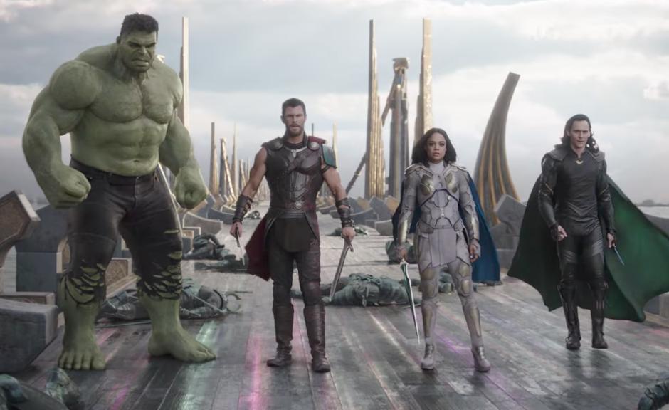 Thor: Ragnarok | Deus do Trovão e Hulk se unem no segundo trailer - SDCC