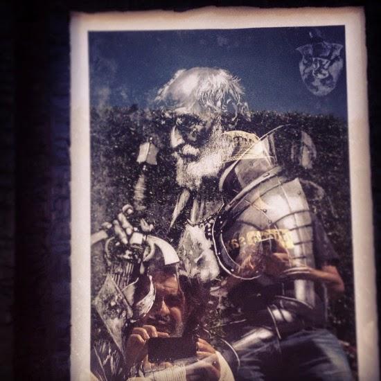 Don Quijote soy, y mi profesión la de andante caballería. Son mis leyes, el deshacer entuertos, prodigar el bien y evitar el mal. Huyo de la vida regalada, de la ambición y la hipocresía, y busco para mi propia gloria la senda más angosta y difícil. ¿Es eso, de tonto y mentecato?.  Autorretrato con mi hermano Diegosax en Guanajuato