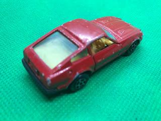 NISSAN FAIRLADY 280Z-T のおんぼろミニカーを斜め後ろから撮影