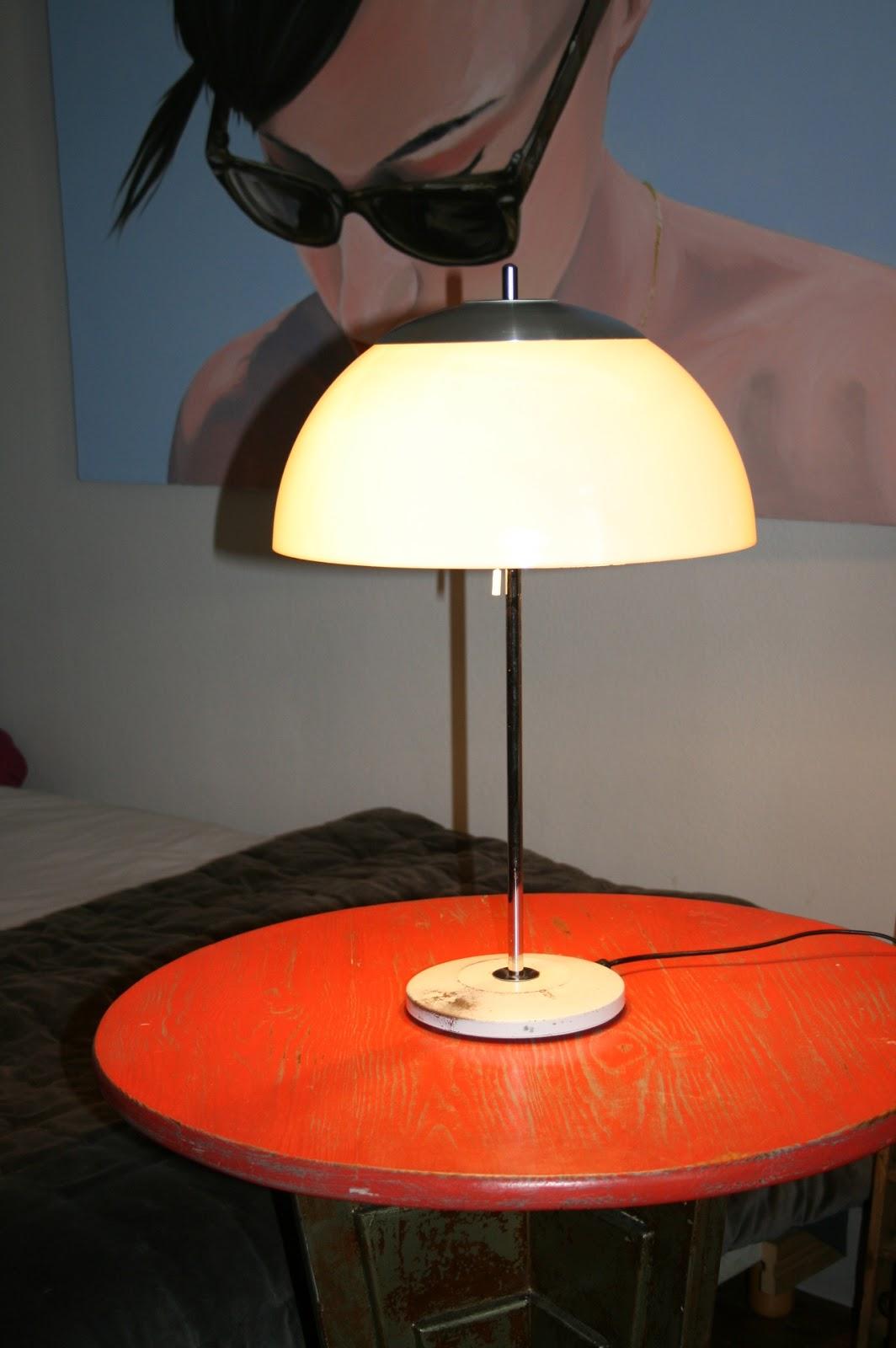 c 39 est la re cr ation vintage scolaire vintage coup de c ur lampe champignon unilux. Black Bedroom Furniture Sets. Home Design Ideas