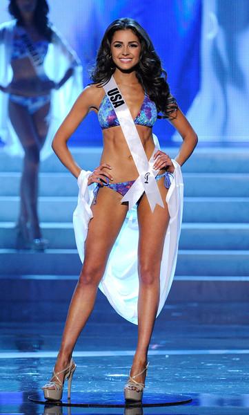 Olivia Culpo, Miss EUA 2012, de biquíni no desfile de traje de banho. Foto: David Becker/Getty Images
