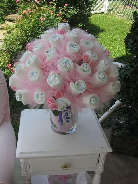 Buquê de Rosas de Fralda, decoração DIY para Chá de Fraldas Menina!